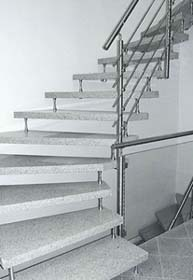 bolzentreppe mit granitstufen und edelstahlgel nder. Black Bedroom Furniture Sets. Home Design Ideas